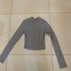 Black & white stripped cropped long sleeve